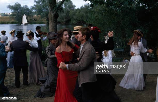 French actors Elsa Zylberstein and Jacques Dutronc on the set of the film Van Gogh directed by Maurice Pialat