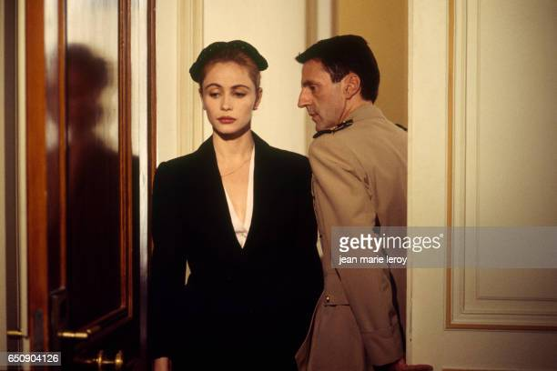 French actors Emmanuelle Beart and her husband actor Daniel Auteuil on the set of Une Femme Française by French director screenwriter and actor Regis...