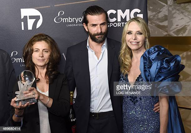 French actors Gregory Fitoussi and Caroline Proust pose with the Best tv show trophy for Engrenage awarded by US actress Tonya Kinzinger during the...