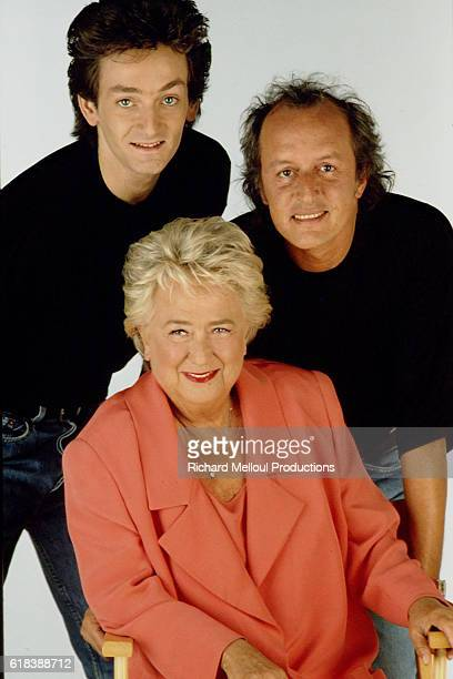 French actors Jacqueline Maillan and Pierre Palmade with music composer Didier Barbelivien pose during a photocall for the play La Piece Montee