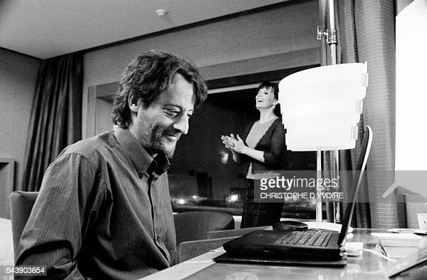 French actors Jean Reno and Juliette Binoche on the set of the film Jet Lag directed by Daniele Thompson