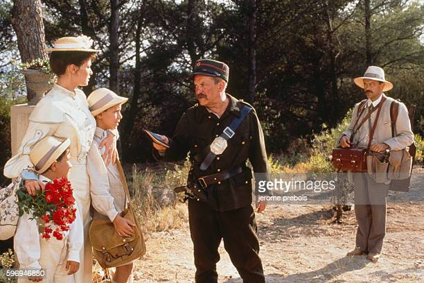 French actors Julien Ciamaca Nathalie Roussel Jean Carmet and Philippe Caubere on the set of the film Le Chateau de Ma Mere directed by Yves Robert