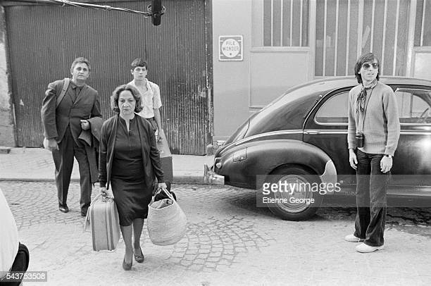 French actors Marthe Villalonga Roger Hanin Patrick Bruel on the set of the film Le Coup de Sirocco directed by Alexandre Arcady and based on Daniel...