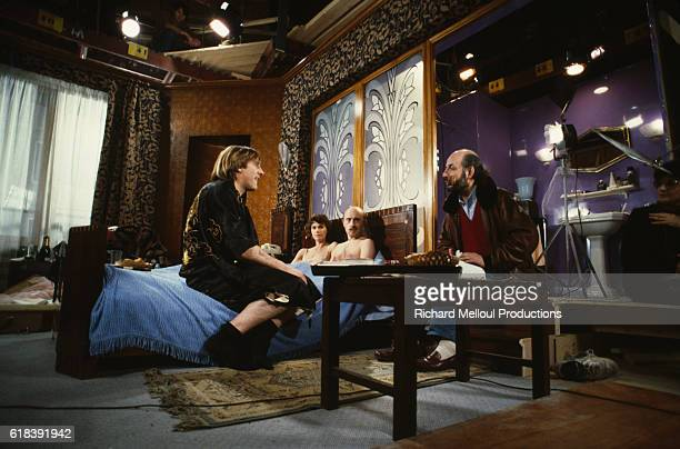 French actors Michel Blanc MiouMiou and Gerard Depardieu chat to the director on the movie set of Tenue de Soirée written and directed by Bertrand...