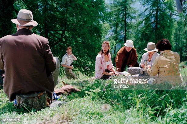 French actors Philippe Noiret Carole Bouquet Michel Aumont Stephane Audran and Judith Magre with director Didier Martiny on the set of his movie Le...