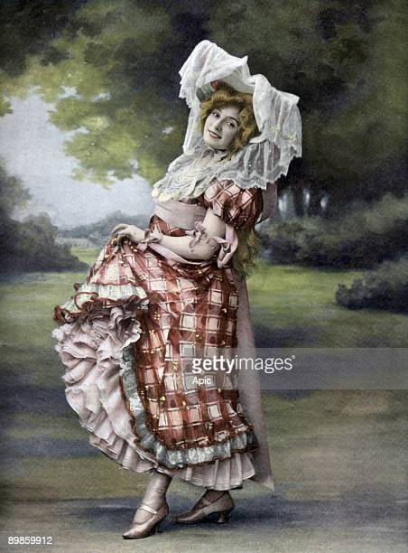 French actress Amelie Dieterle as Betsy in play 'La petite milliardaire' Paris photo by Nadar from french paper 'Le Theatre' july 1st 1905