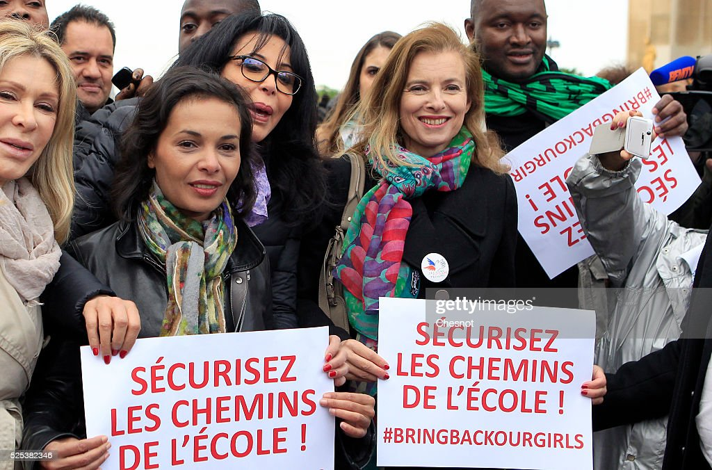 France - Women demonstrate in support for kidnapped Nigerian schoolgirls at the Trocadero. : ニュース写真