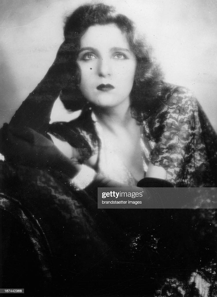 French actress and director of the Théâtre du Gymnase/Paris. 1934. Photograph. (Photo by Imagno/Getty Images) Die französische Schauspielerin und Direktorin des Pariser Théâtre du Gymnase. 1934. Photographie.