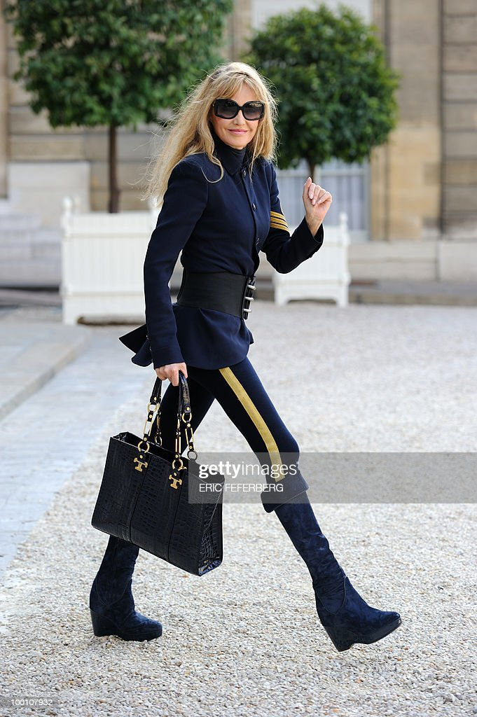 French actress and singer Arielle Dombasle leaves the Elysee Palace on May 20, 2010 after an award ceremony.