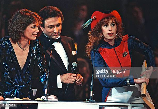 French actress Anemone jokes after being awarded 12 March 1988 in Paris a Cesar statue by FrenchBritish born actress and singer Jane Birkin and...