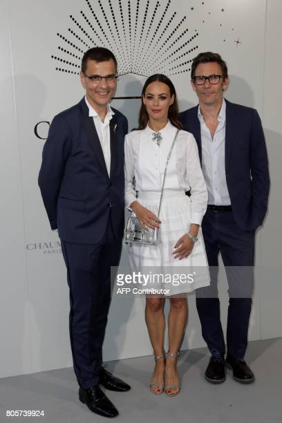 French actress Berenice Bejo poses with French film director Michel Hazanavicius and CEO of Chaumet JeanMarc Mansvelt pose during a photocall as part...