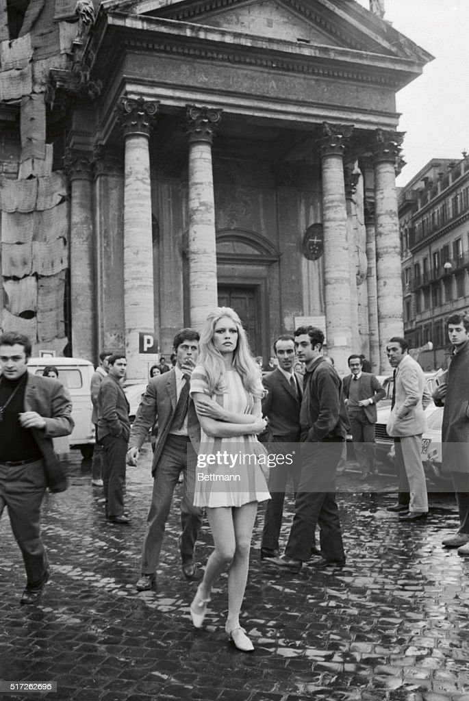 Brigitte Bardot Attracting Stares : News Photo