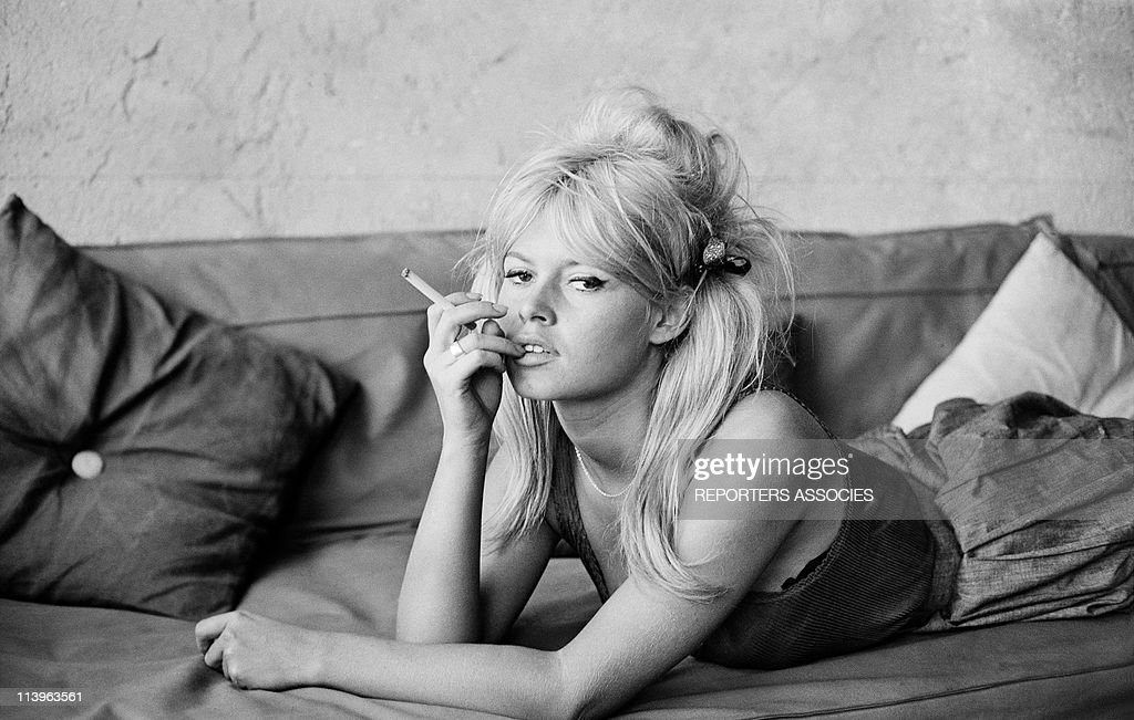 French Actress Brigitte Bardot on the set of movie Vie Privee In Italy In 1962- : News Photo