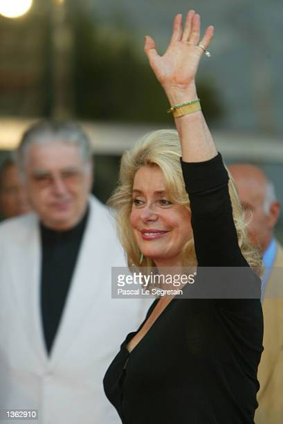 French actress Catherine Deneuve waves while arriving for the screening of the Tonie Marshall's film Au plus pres du paradis at the 59th Venice Film...
