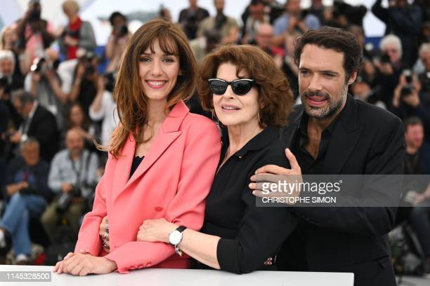French actress Doria Tillier French actress Fanny Ardant and French director Nicolas Bedos pose during a photocall for the film La Belle Epoque at...