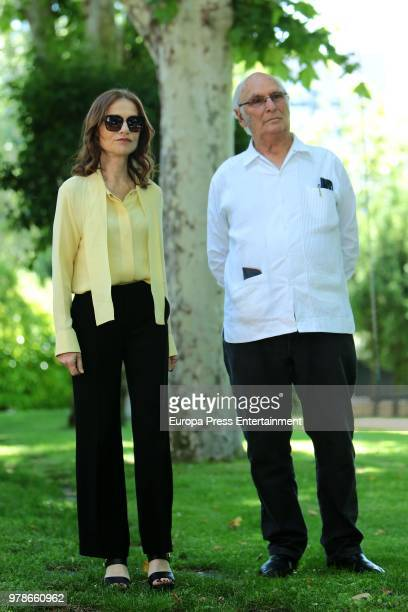French actress Isabelle Huppert and Spanish director Carlos Saura attend the press conference of the l Prix Dialogo 2018 For SpanishFrench Friendship...
