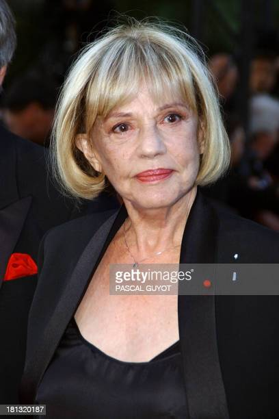 French actress Jeanne Moreau arrives at the palais des festivals to attend a screening of Cet amourlà by French director Josee Dayan starring Jeanne...