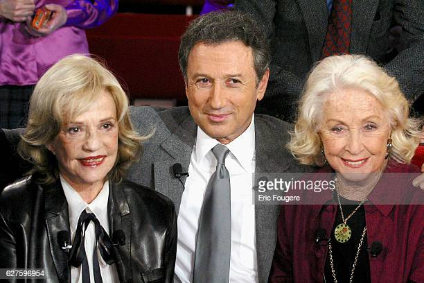 French actress Jeanne Moreau is sitting next to French presenter Michel Drucker and his guest the actress Danielle Darrieux during the sunday show...