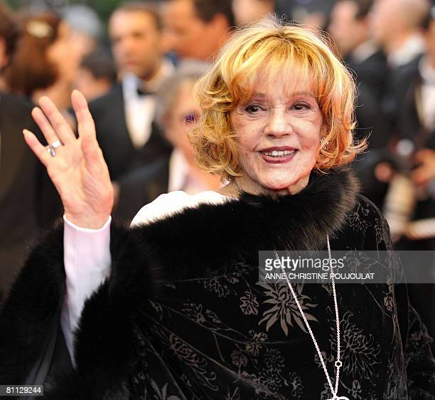 French actress Jeanne Moreau waves as she arrives to attend the screening of US director Woody Allen's film 'Vicky Cristina Barcelona' at the 61st...