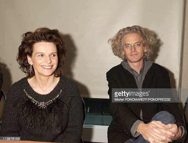 French actress Juliette Binoche In Montreal Canada On November 02 2006Press conference for the premiere of 'Quelques jours en septembre' by Santiago...