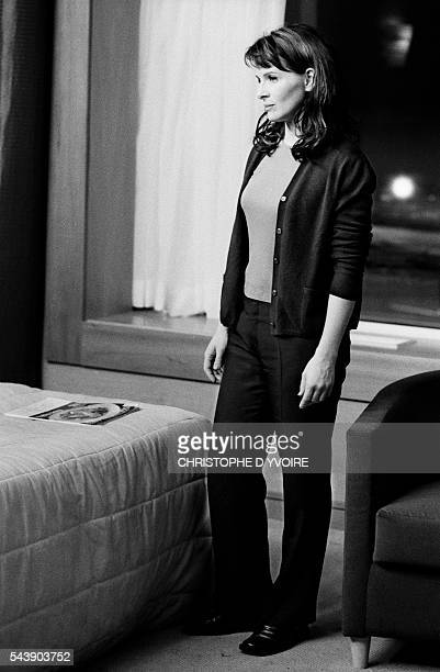 French actress Juliette Binoche on the set of the film Jet Lag directed by Daniele Thompson