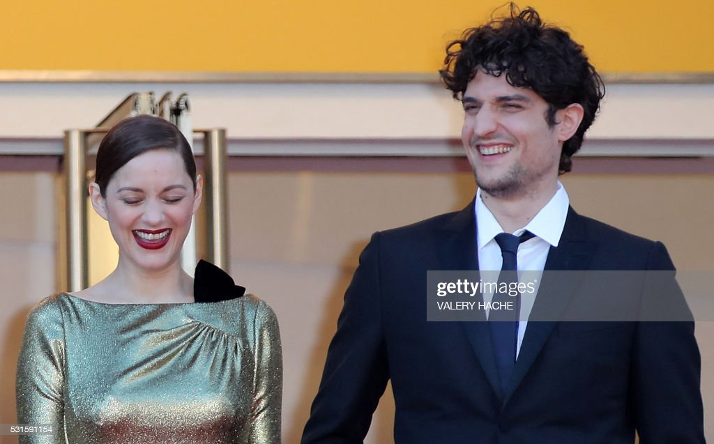 TOPSHOT - French actress Marion Cotillard and French actor Louis Garrel arrives on May 15, 2016 for the screening of the film 'Mal de Pierres (From the Land of the Moon)' at the 69th Cannes Film Festival in Cannes, southern France. / AFP PHOTO / Valery HACHE