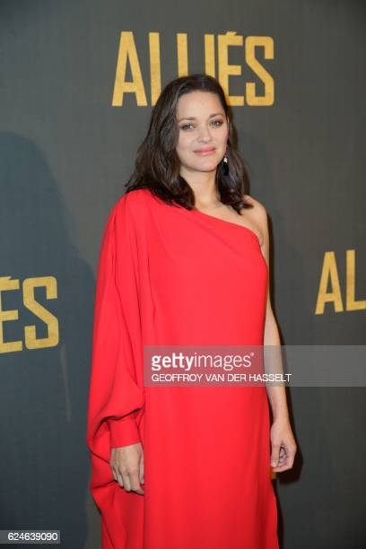 French actress Marion Cotillard poses as she arrives for the premiere of the film 'Allied' on November 20 2016 in Paris / AFP / GEOFFROY VAN DER...