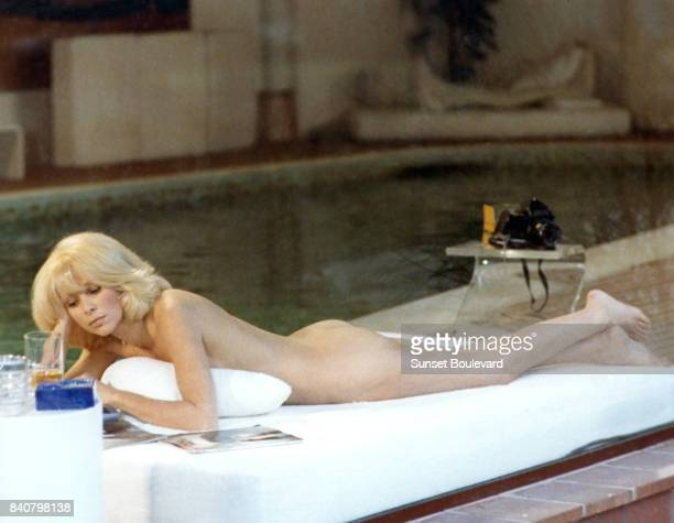 French actress Mireille Darc on the set of Il n'y a pas de fumée sans feu written and directed by André Cayatte/ Audio Production / Carlton Film...