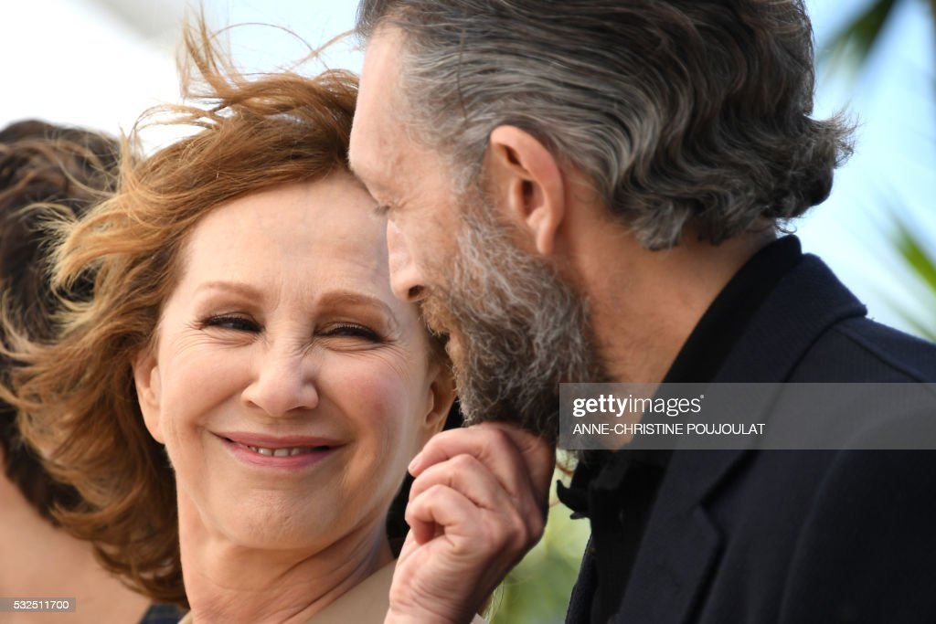 TOPSHOT - French actress Nathalie Baye (L) and French actor Vincent Cassel pose on May 19, 2016 during a photocall for the film 'It's Only The End Of The World (Juste La Fin Du Monde)' at the 69th Cannes Film Festival in Cannes, southern France. /