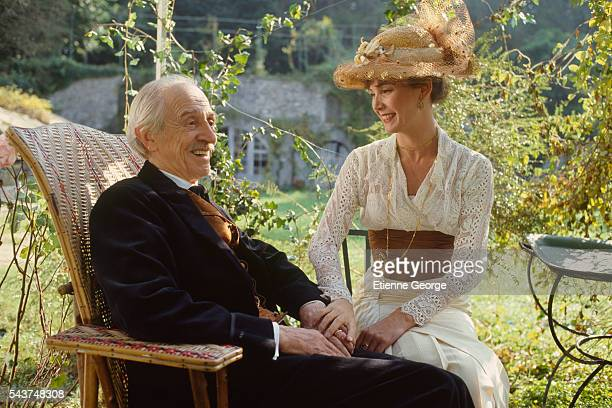 "French actress Sabine Azéma with actor and theater director Louis Ducreux on the set of ""Un dimanche à la campagne"" directed by Bertrand Tavernier...."
