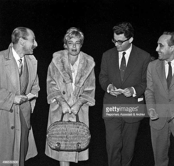 French actress Simone Signoret arriving at Ciampino airport three journalists welcome her ready to interview her Lello Bersani is visible on the...