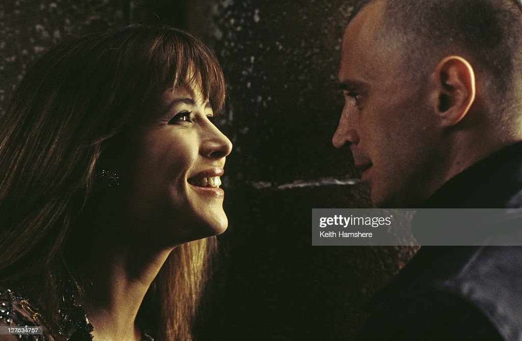 French actress Sophie Marceau as Elektra King and Scottish actor Robert Carlyle as Renard in a scene from the James Bond film 'The World Is Not Enough', 1999.