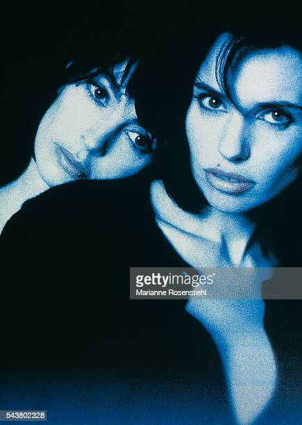 French actresses Anne Parillaud and Beatrice Dalle during a photoshoot for the poster of the film A la Folie by French director Diane Kurys