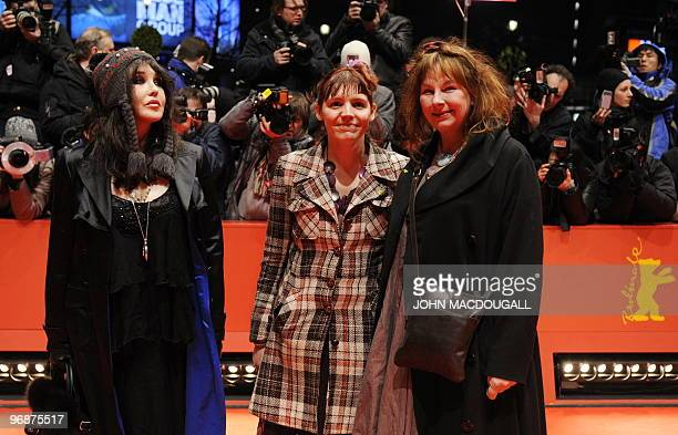 French actresses Isabelle Adjani Miss Ming and Yolande Moreau pose for photographers on the red carpet at the premiere the movie 'Mammuth' during the...