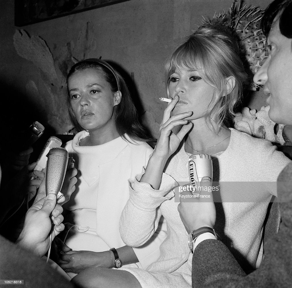 Jeanne Moreau And Brigitte Bardot Upon Their Arrival At Orly In 1965 : News Photo