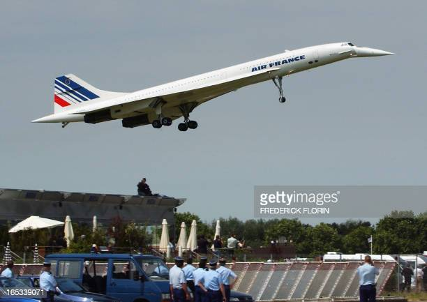 French Air France supersonic plane Concorde prepares for its last landing looked by French policemen at Le Bourget airport on the first day of the...