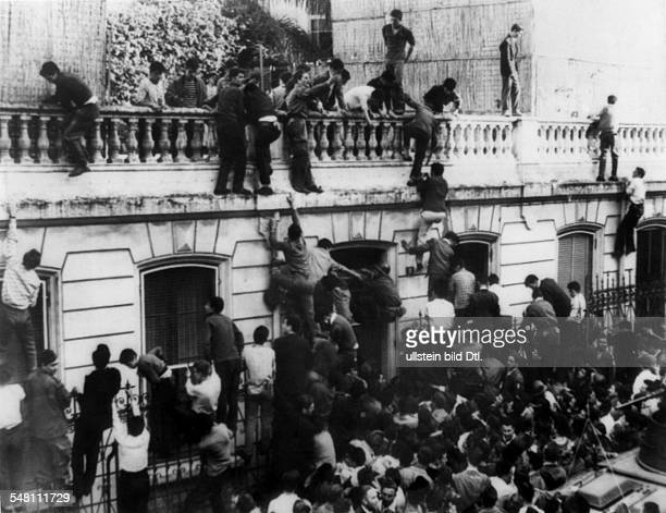 French algeria war of independance 19541962 military coup algiers After the coup Demonstraters storming the prefectur at Oran 15may 1958