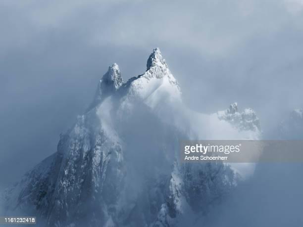 french alps - montagne photos et images de collection