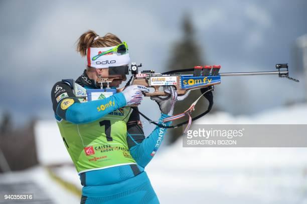 French Anais Bescond shoots during the biathlon mass start on March 31 in Premanon / AFP PHOTO / SEBASTIEN BOZON