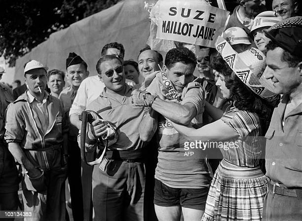 French Antonin Rolland puts on the yellow jersey after winning the 4th stage of the Tour de France 1955 between NamurMetz on July 10 1955