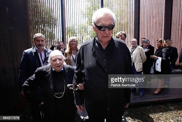 French artist Pierre Soulages and this wife Colette during the press conference at the museum that bears his name on May 28 2014 in Rodez France The...