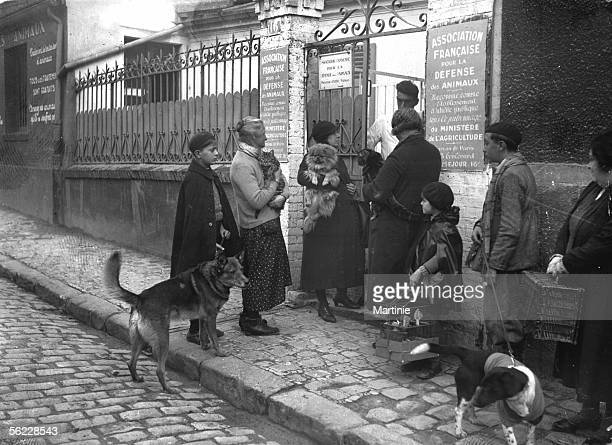 French association for the defense of the animals Community clinic entrance Paris around 1930