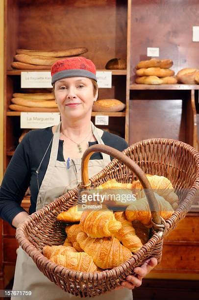 Französische Bäckerei, baker mit croissants