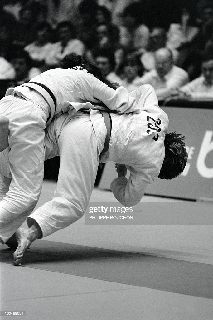 French Beatrice Rodriguez (R) and Australian Sandy Williams fight for gold in women's -56kg during the World judo championships, on December 5, 1982, in Paris.
