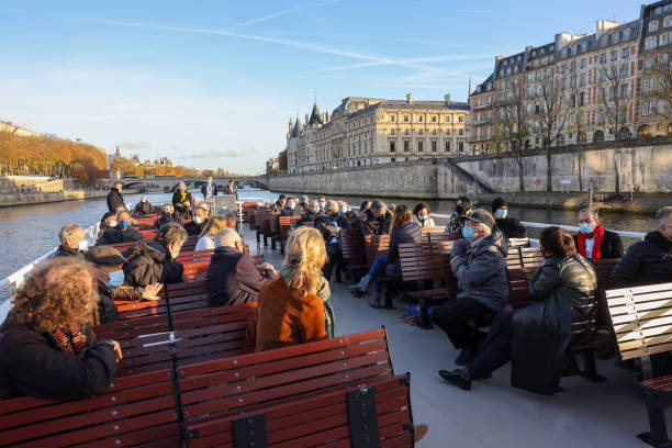 "FRA: French Bookstores Launch ""Noah's Ark"" Cruise For The Reopening Of Independent Bookstores At Vedette Du Pont Neuf"
