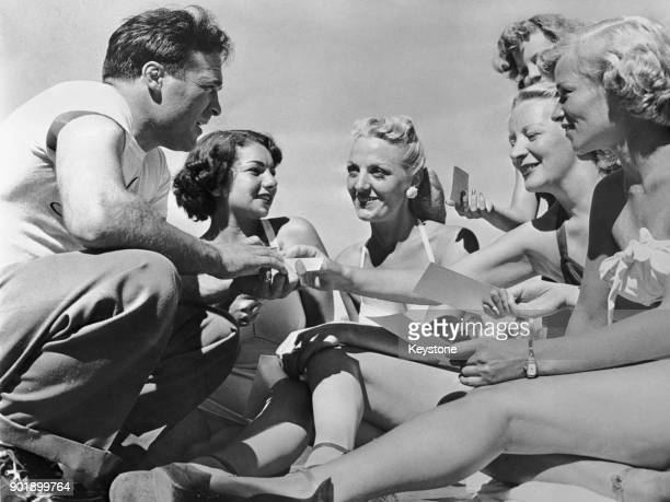 French boxer Marcel Cerdan the middleweight champion of Europe with some of the guests at the Hotel Evans in Loch Sheldrake New York State where he...