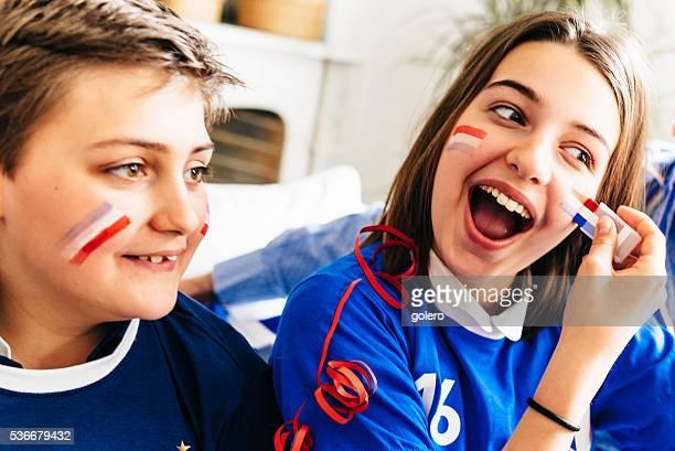francesa de fútbol niño y niña con pintura de la cara disfraz - french culture fotografías e imágenes de stock