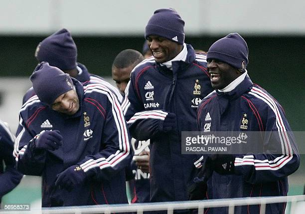 French captain Zinedine Zidane jokes with teamates Lilian Thuram and Patrick Vieira during a training session 27 February 2006 in the French football...