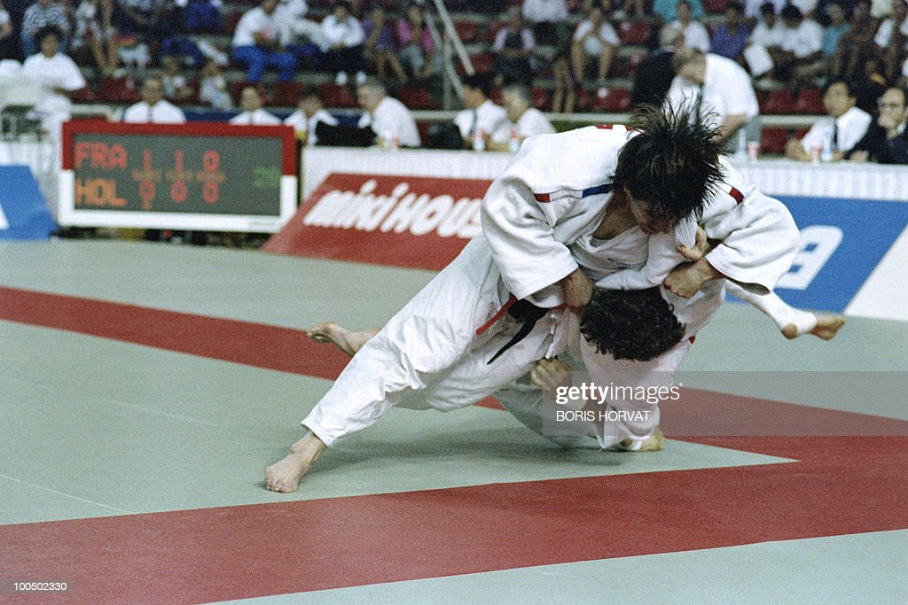 French Catherine Arnaud and Dutch Gooitske Marsman (below) fight during the World championships final in judo, on July 28, 1991, in Barcelona.