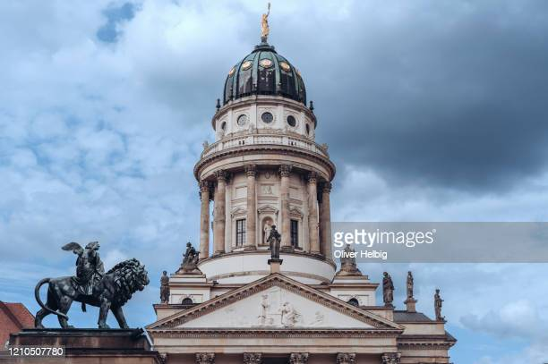 french church on gendarmenmarkt square, berlin, germany - französischer dom stock pictures, royalty-free photos & images